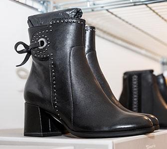 Stiefellette in schwarz I Mode Deppenkemper, Ostwennemarstraße 100, 59071 Hamm